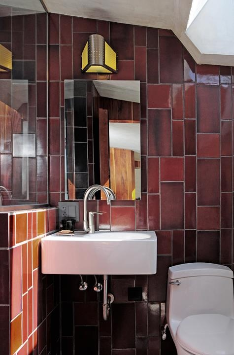 Awesome accent border tile on the walls