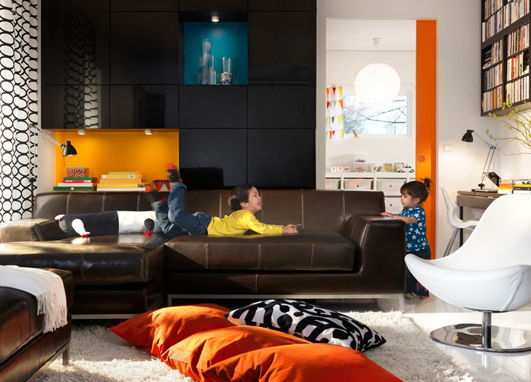 Orange and Brown Living Room Design 750 x 540