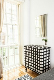 a bold and stylish Tarva hack in black and white, with a windowpane print and blakc and white knobs