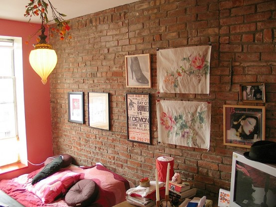 a brigth and fun bedroom with an exposed brick wall, a gallery wall and colorful touches here and there