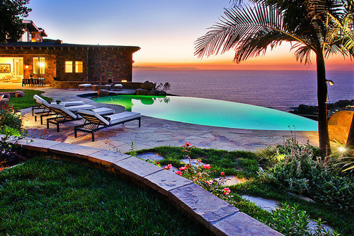 100 amazing infinity pools to blow your mind digsdigs for Disegni del pool house del cortile