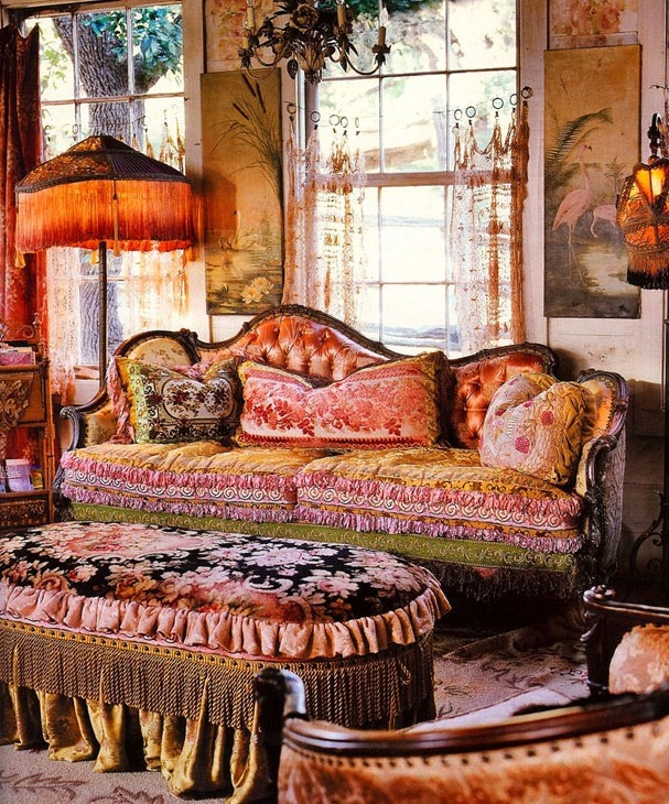 51 inspiring bohemian living room designs digsdigs for Gypsy designs interior decorating
