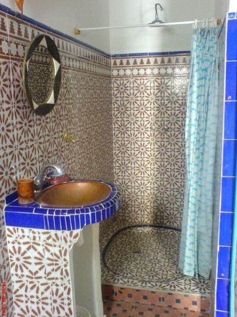 eastern luxury 48 inspiring moroccan bathroom design ideas digsdigs. Black Bedroom Furniture Sets. Home Design Ideas