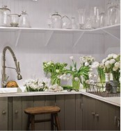 refresh your kitchen with lots of fresh white tulips to make it look spring-like, cool and bright