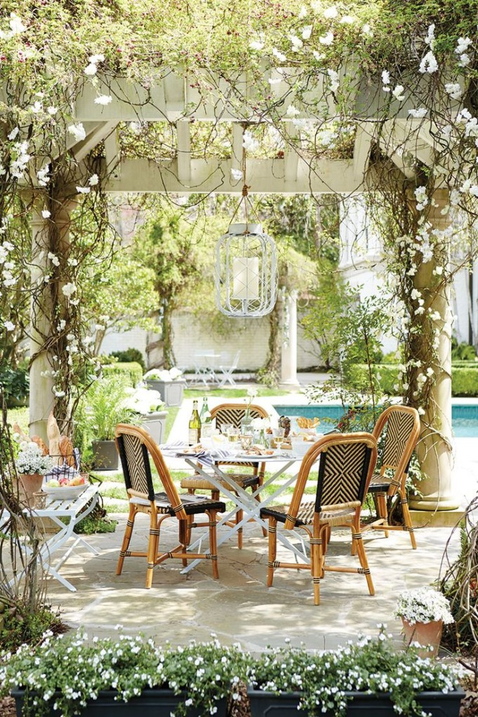 34 inviting outdoor dining spaces in various styles digsdigs for Small outdoor patio areas