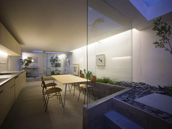 Picture of japanese house design with garden room inside for Japanese garden inside house