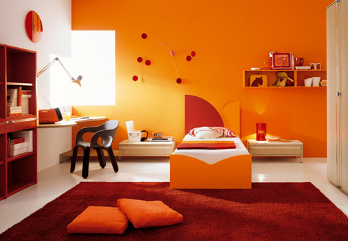 Orange room - http://www.digsdigs.com/photos/kids-room-decor-orange-1.jpg