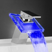 kitchen-and-bathroom-trend-flowing-faucets-14