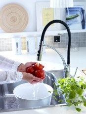 kitchen-and-bathroom-trend-flowing-faucets-31