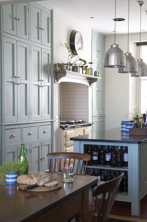 Kitchen designed in modern victorian style digsdigs for Small victorian kitchen designs