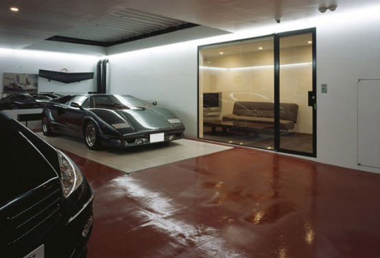 House with 9-Cars Garage and Lamborghini in the Living Room