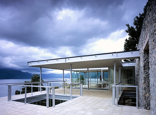 Chilean Box of Glass and Steel to Admire The Nature Around – Lakeside House