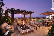 Large Luxorious And Cozy Deck