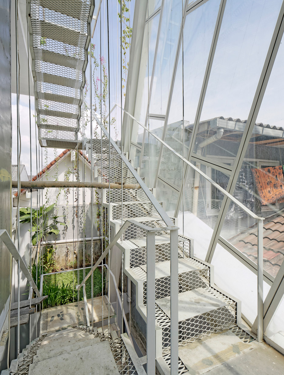 Picture Of leaning rumah miring house with minimalist decor  10