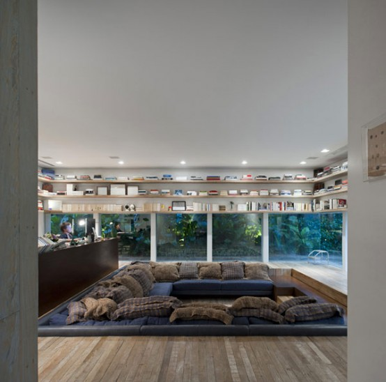 Light And Spacious House In Brazil For Art Lovers