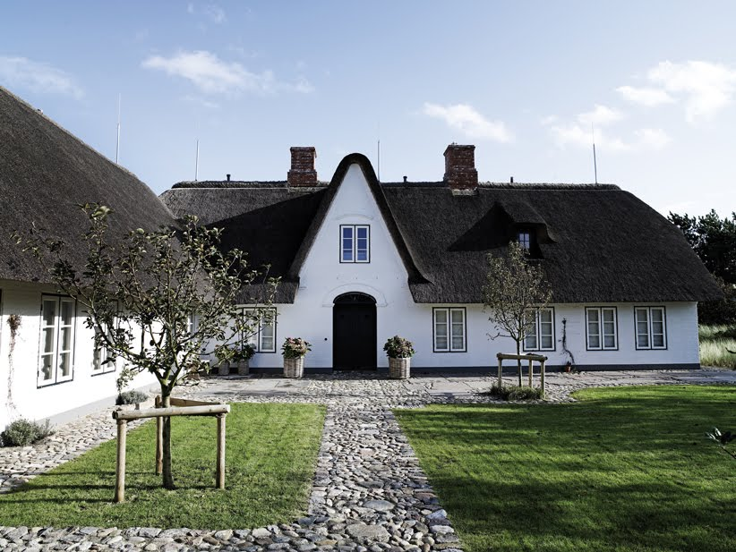 Light minimalist house with vintage details in denmark for Minimalist cottage style
