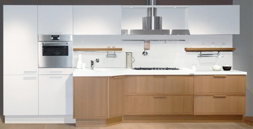 Light Oak Wooden Kitchen Designs