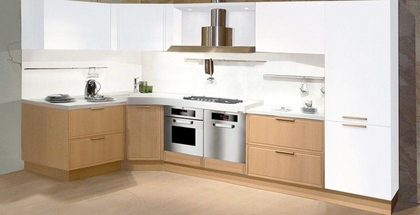 Light oak wooden kitchen designs digsdigs for Contemporary oak kitchen cabinets