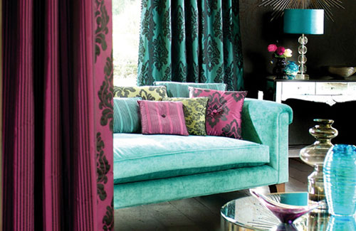 Living Room In Bold Colour Combo Of Turquoise And Wine