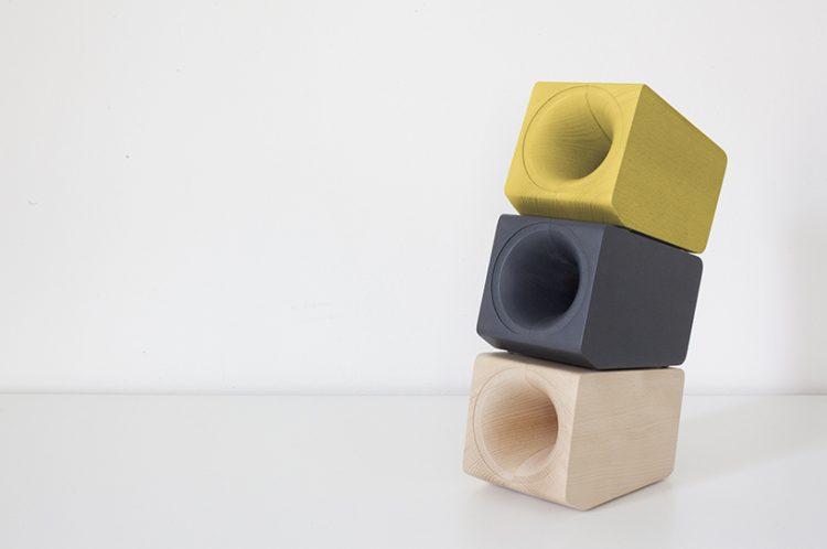 iPhone Dock Speakers That Mimics The Sound Of Vintage Vinyl Records