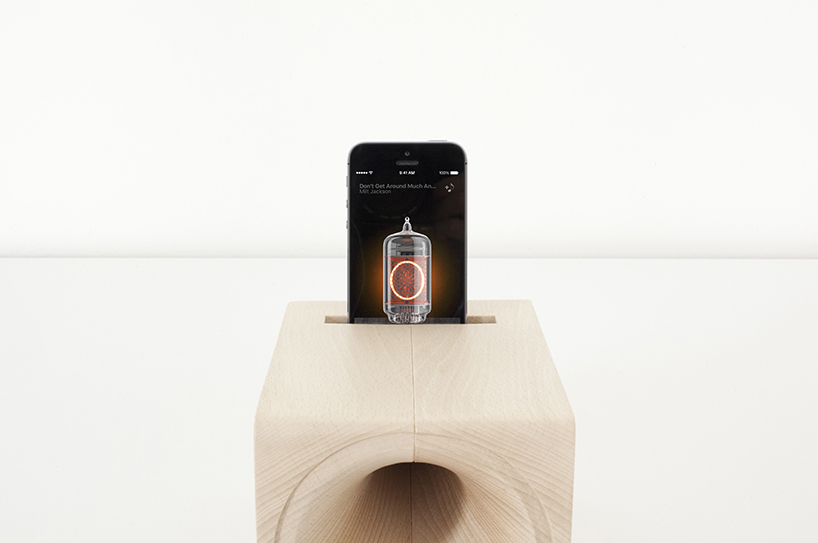 iPhone Dock Speakers That Mimics The Sound Of Vintage Vinyl Records