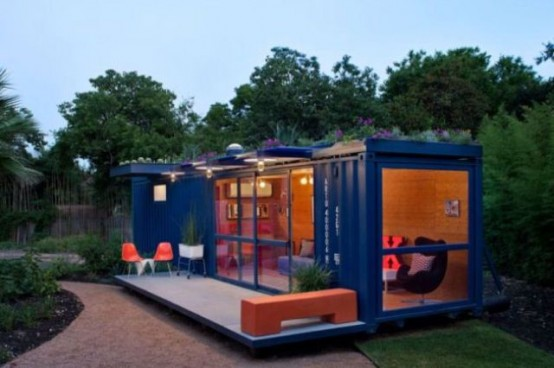 Low cost guest house of a shipping container digsdigs for Maison low cost container