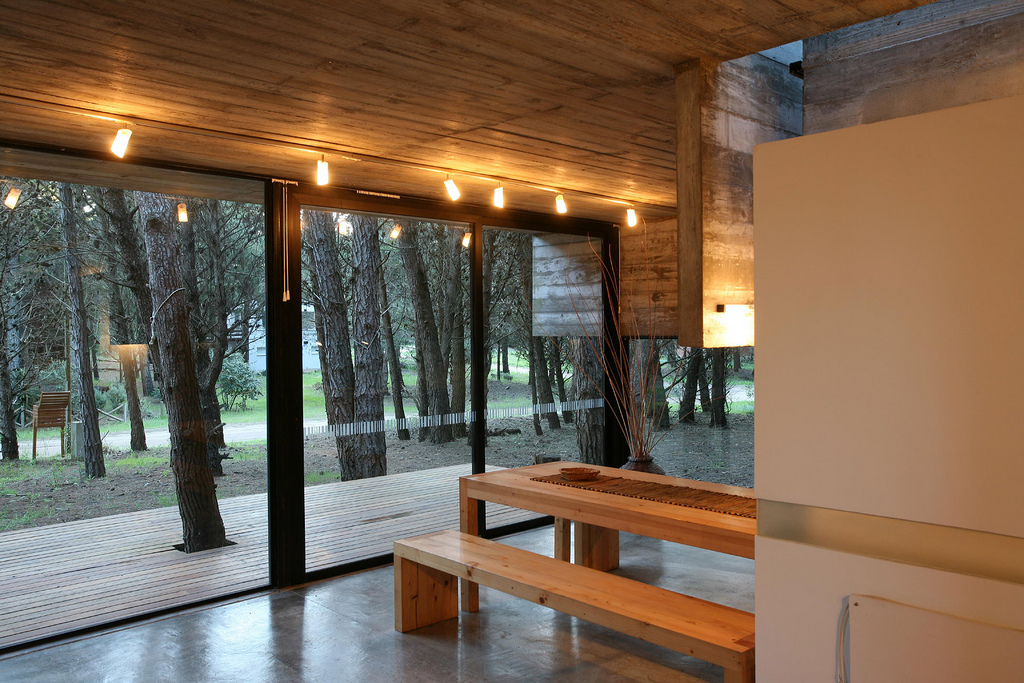 Low costs and easy maintenance house design digsdigs for Design casa low cost