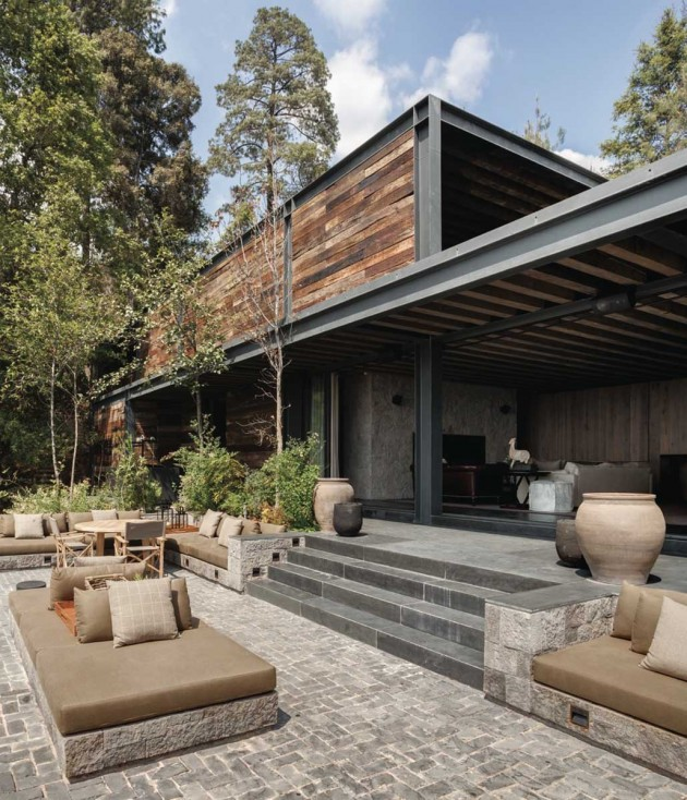 Luxurious El Mirador House From Natural Materials