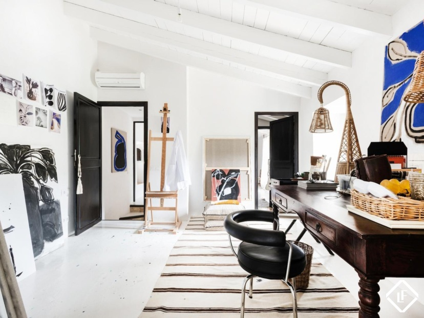 Luxury Country House With A Eclectic Interior