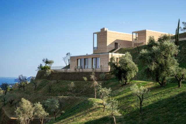 Picture Of luxury holiday villa eden on lake garda  1