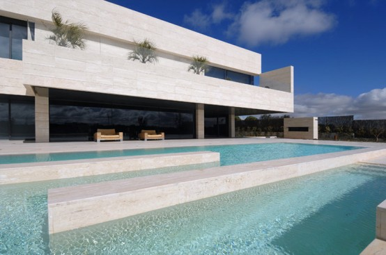 Luxury Minimalist House with Spectacular Swimming Pool 19