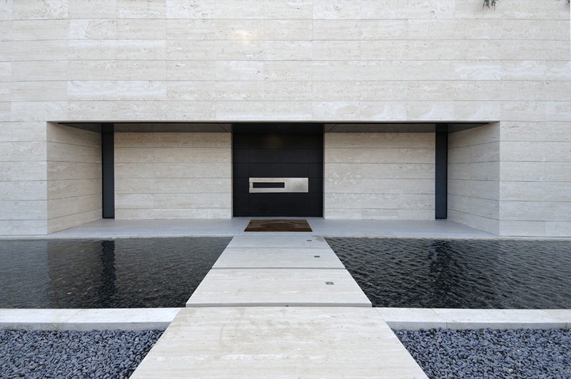 Luxury minimalist house with spectacular swimming pool for Modern house design minimalist
