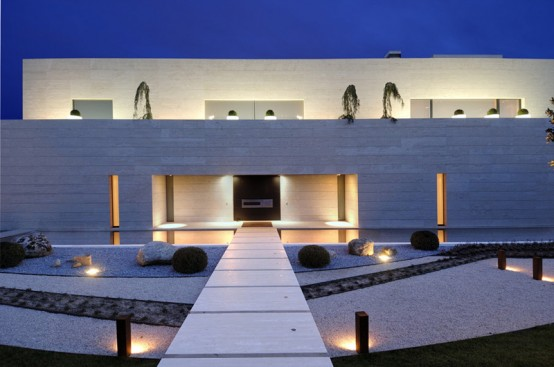 Luxury Minimalist House With Spectacular Swimming Pool