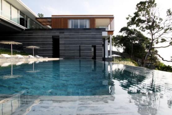 Luxury Modern Villa With Infinite Water Surface