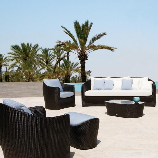 Luxury outdoor furniture digsdigs for Designer outdoor furniture