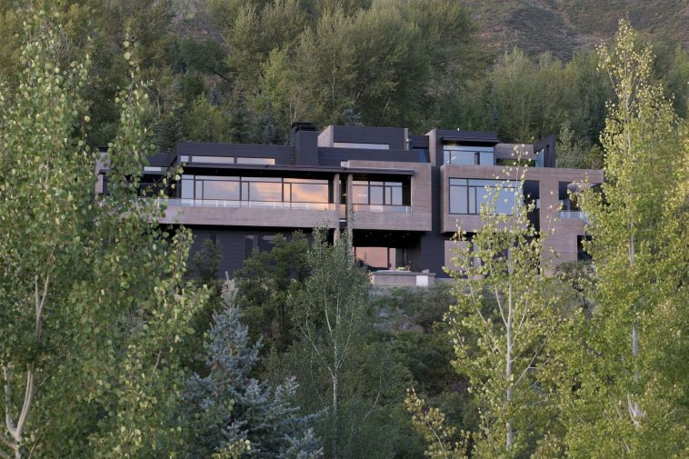 Modern Concrete House Surrounded By Beautiful Nature – Red Mountain House