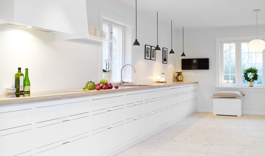 13 stylish white kitchen designs with scandinavian touches for Modern scandinavian kitchen design