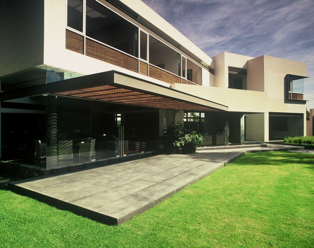 Modern uban house with limestone walls ba house digsdigs for Limestone house plans