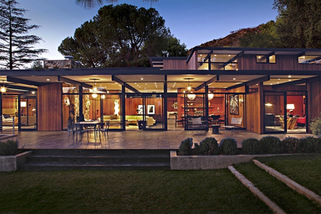 Mid century house with a modern touch in los angeles for Modern stone houses architecture