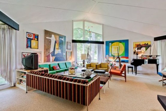 Mid Century House With A Stunning Color Scheme