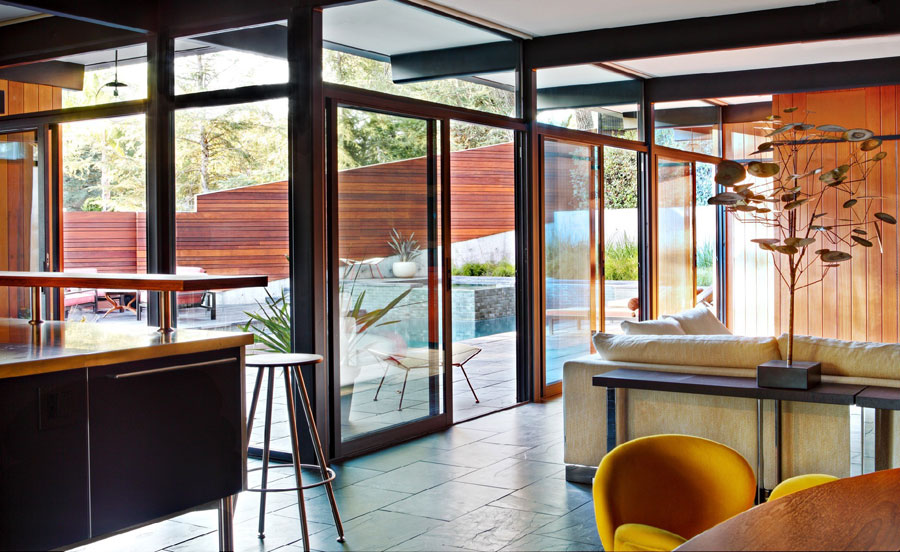Picture Of mid century modern house decorated with an impeccable taste  4