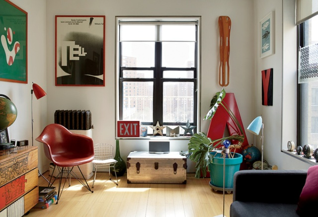Mid century modern renovation of a tiny new york apartment - Deco salon vintage ...