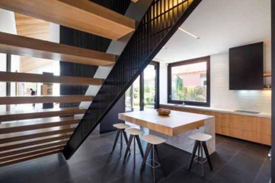 Mid Century Modern Residence With A Perforated Brick Wall