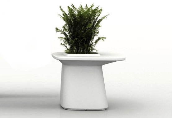 Middle sized Outdoor Table With Flowerpot