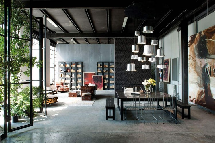 Milan loft design with dark industrial metals in decor for Decoration loft