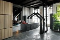 milan-industrial-loft-with-dark-industrial-metals-in-decor-2
