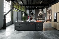 milan-industrial-loft-with-dark-industrial-metals-in-decor-4