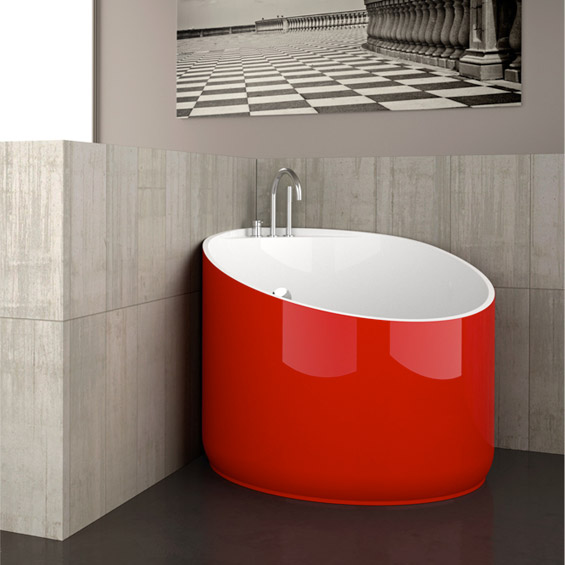 Cool mini bathtub of fiberglass for small spaces digsdigs for Bathtubs for small spaces