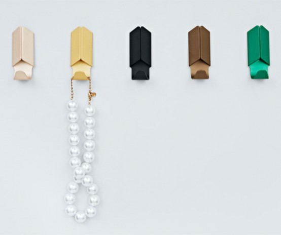 Minimal Voluminous Volet Hooks In Bright Colors