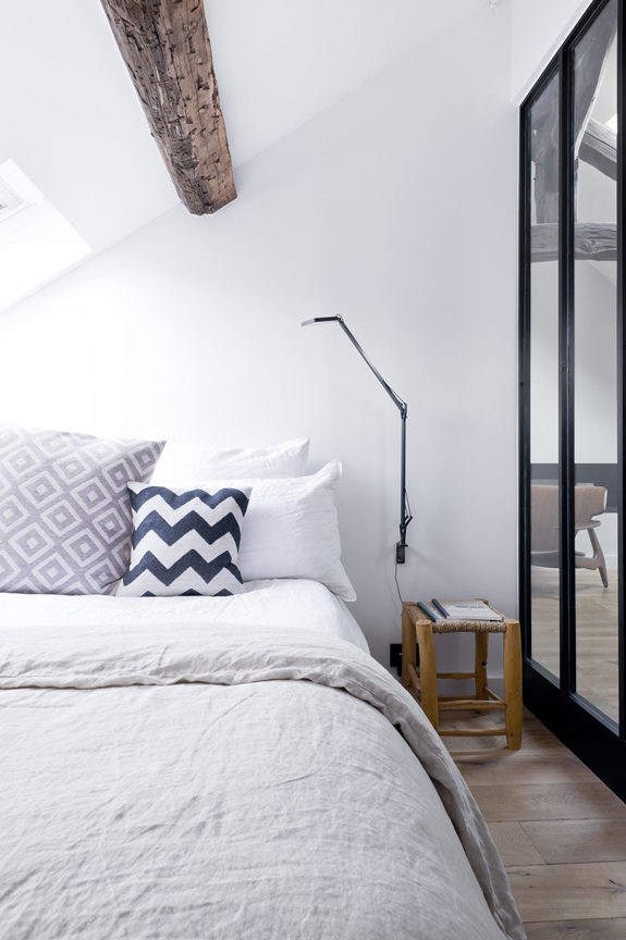 Picture Of minimalist 18th century apartment with a scandinavian feel  11